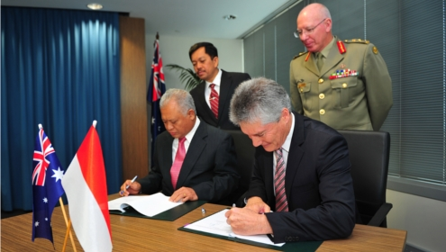 Australian Minister for Defence, Stephen Smith and Indonesian Minister of Defence, Dr Purnomo Yusgiantoro, sign Memorandum of Sale for five C 130H aircraft and associated equipment, 29th July 2013 (Image: CPL Melina Young, Department of Defence (c) Commonwealth of Australia)