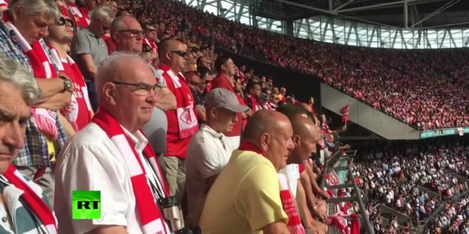 Thousands of football fans honor Manchester attack victims at FA Cup final