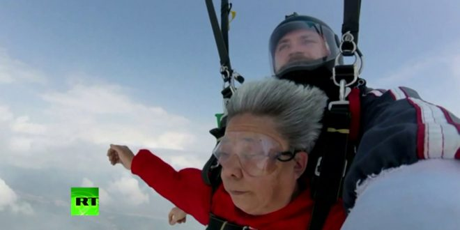 Skydiving grandma: 70yo woman jumps out of airplane at 4,000m